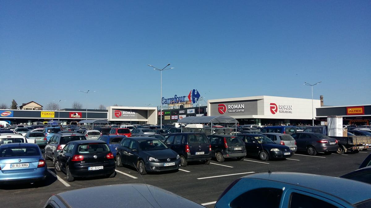 Cum arată centrul comercial Roman Value Centre. Mii de romașcani, prezenți la deschidere. FOTO