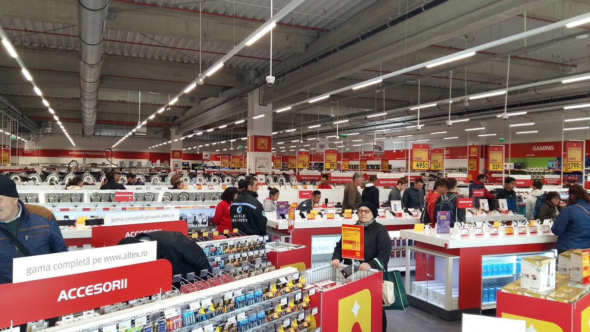 Altex a deschis un nou magazin în Roman, în centrul comercial Roman Value Centre