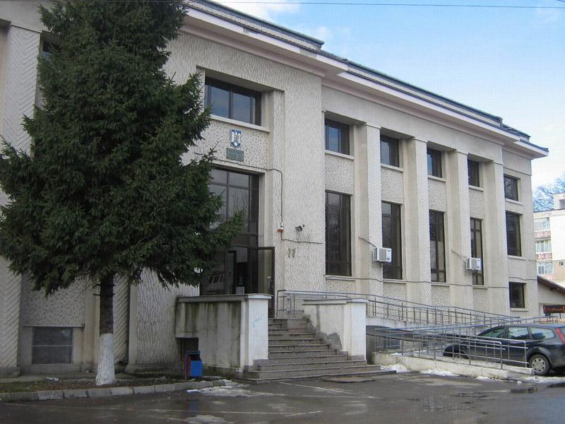 Peste 1.400 de dosare de soluționat pentru un judecător al Judecătoriei Roman, în anul 2020