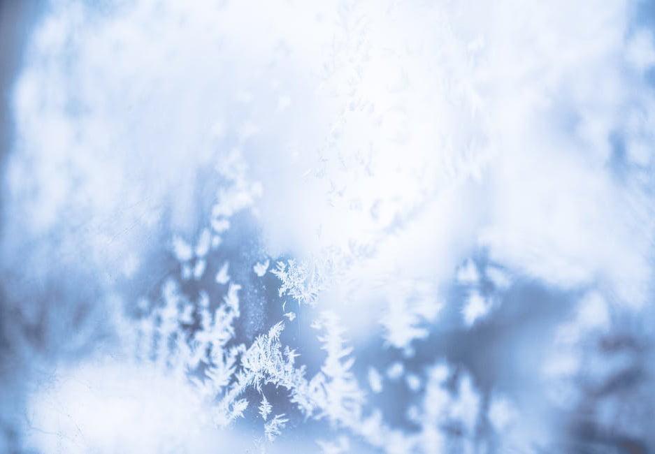 Început de săptămână cu ninsori în întreaga țară