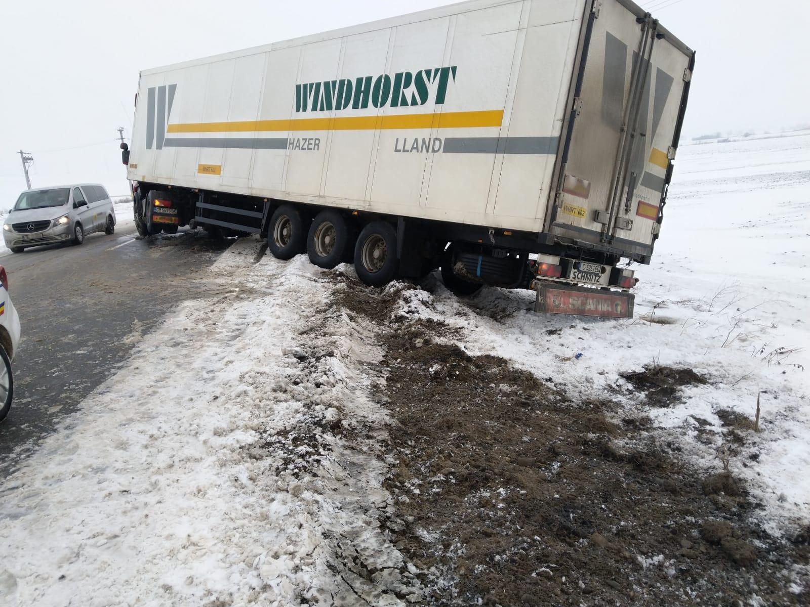 Val de coliziuni pe fondul ninsorilor, pe șoselele din Moldova