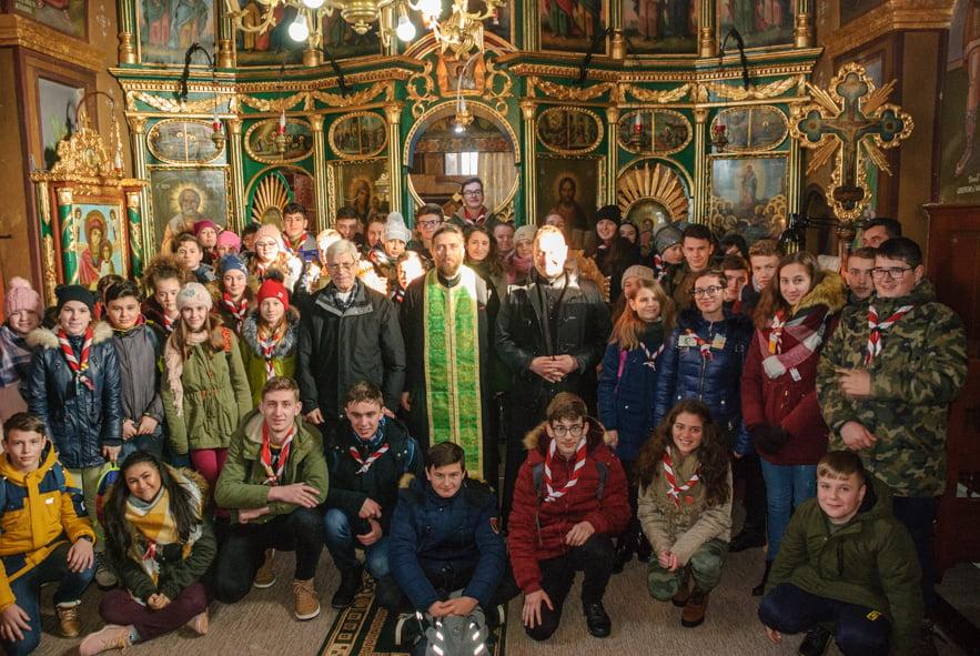 Tinerii din Pildeşti lucrează pentru apropierea dintre oameni. Vizită la biserica ortodoxă din Gherăești