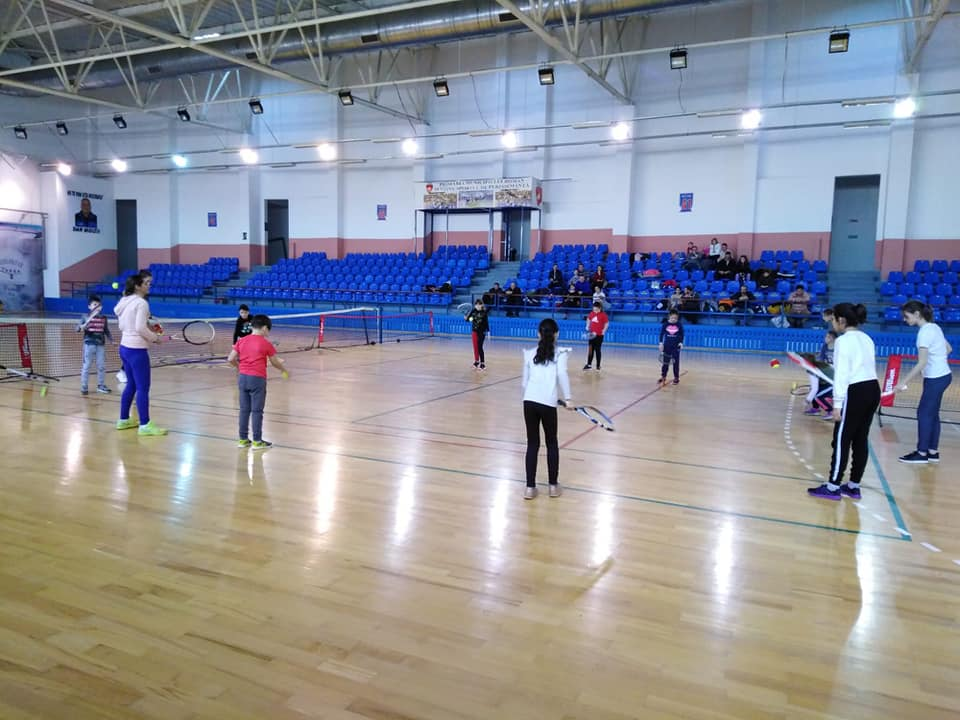 30 de copii prezenți la preselecția pentru grupele de tenis de la CSM Roman