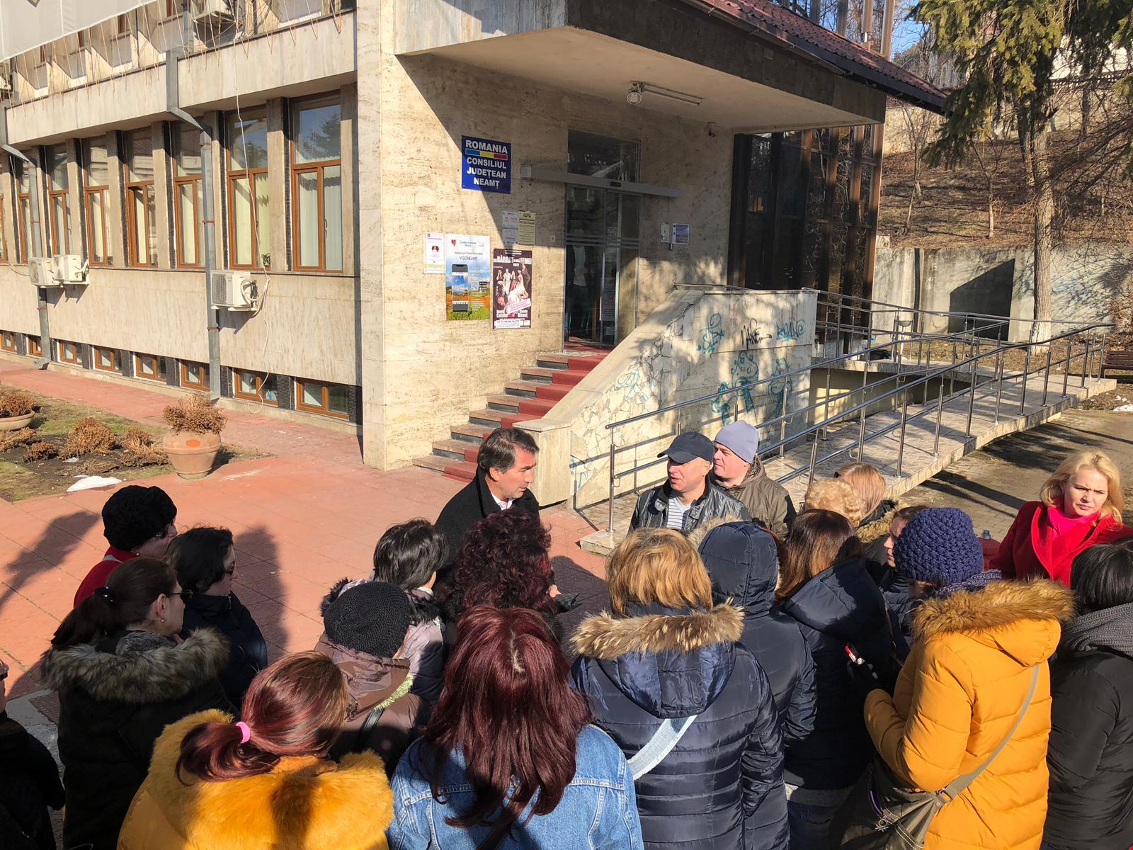 Întâlnire între conducerea CJ Neamț și protestatarii de la Spitalul Județean