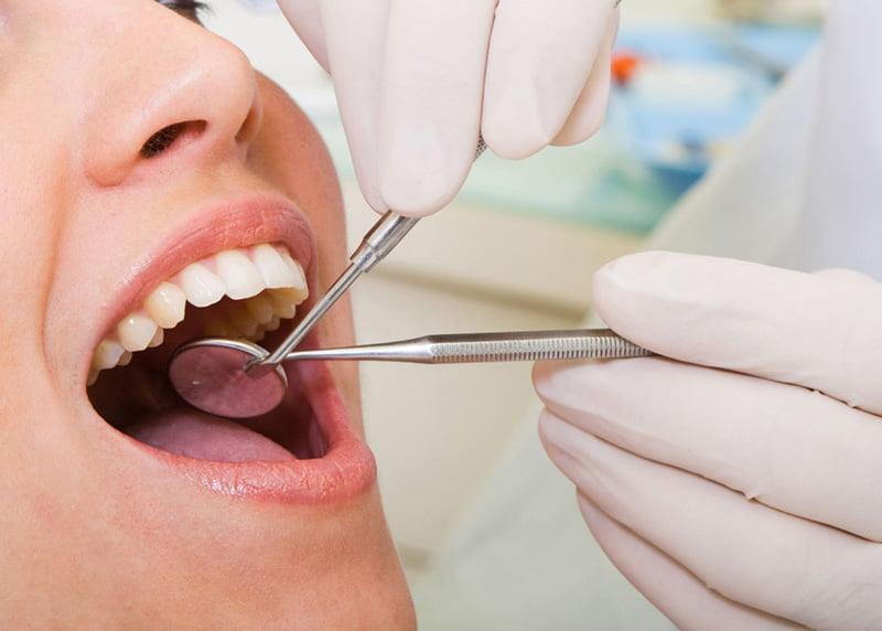 315 medici dentiști activează în județul Neamț
