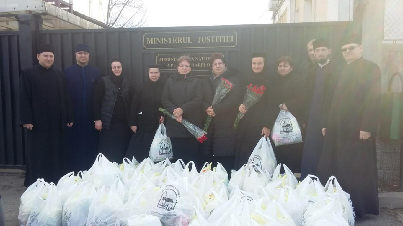 Cadouri din partea Fundației Episcop Melchisedec pentru femeile din Penitenciarul Bacău