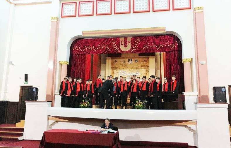 """Elevii Liceului """"Episcop Melchisedec"""" și ai Școlii de Artă """"Sergiu Celibidache"""", pe locul I la Olimpiada corală interjudețeană"""