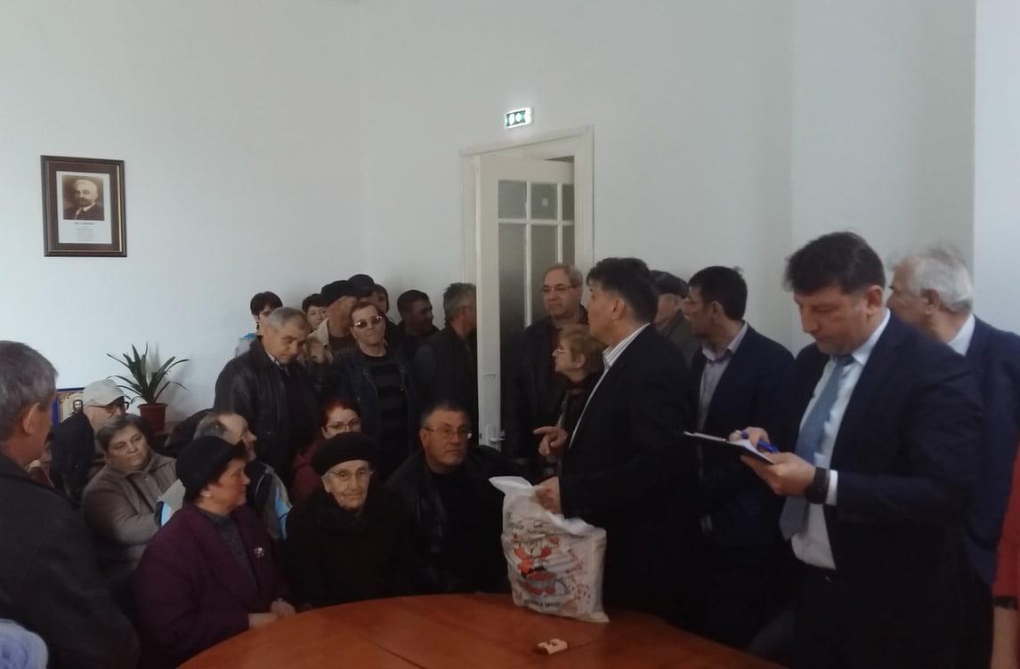 PNL Roman a oferit romașcanilor necăjiți pachete pentru masa de Paști