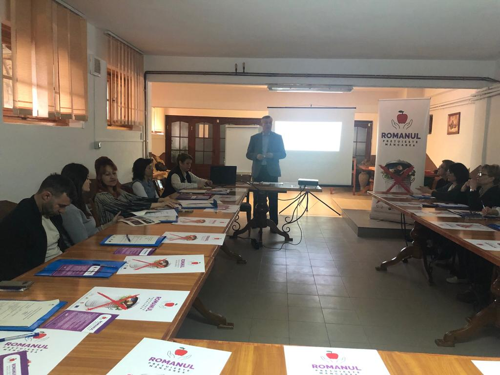 """Profesori romașcani, instruiți în cadrul proiectului """"Prevenirea risipei alimentare"""""""