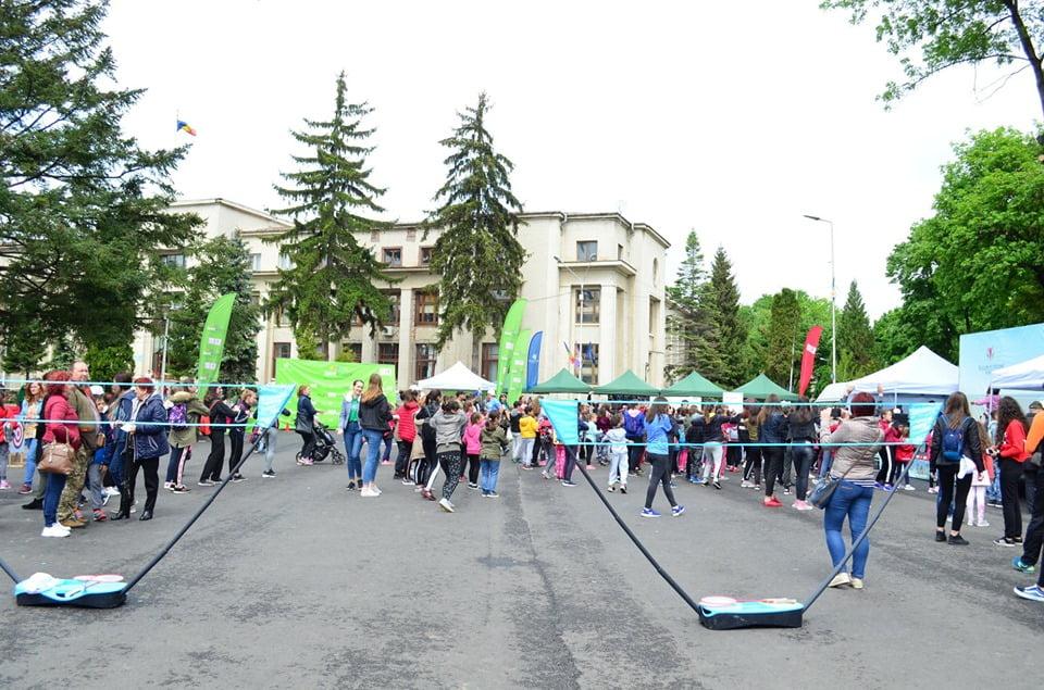 """""""Bucurie în Mișcare"""" a adus mii de iubitori ai mișcării împreună în Roman"""