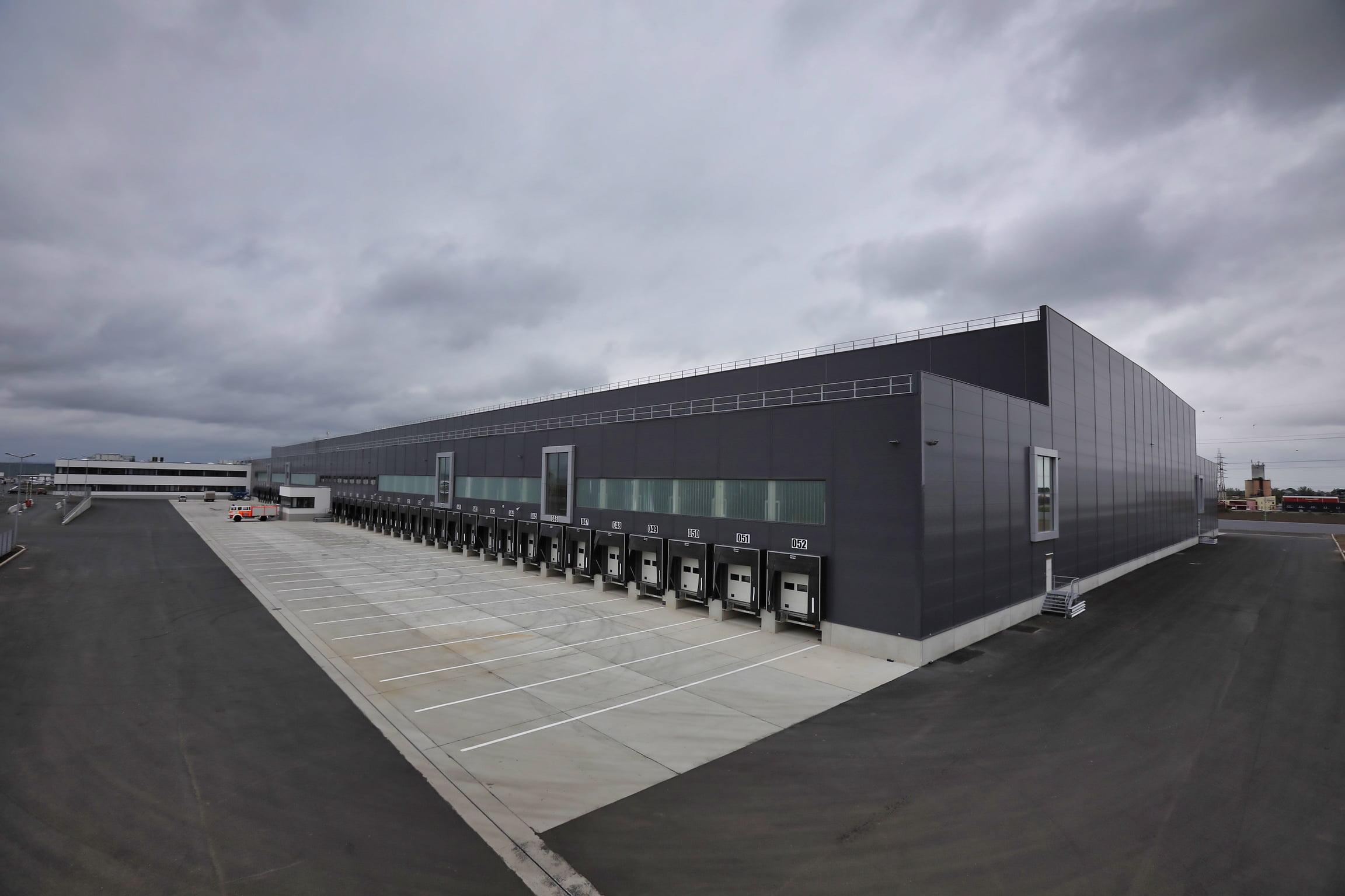 [FOTO] Cum arată centrul logistic Lidl de lângă Roman, deschis în luna mai