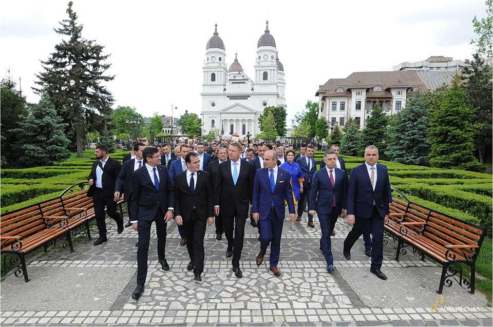 """Președintele României și PNL și-au dat mâna pentru Referendumul pe Justiție. Klaus Iohannis: """"Pe 26 mai, mergem la vot să arătăm lumii că suntem un neam de oameni cinstiți, nu de hoți!"""""""