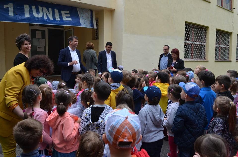 Cadouri pentru copiii romașcani, cu ocazia zilei de 1 Iunie