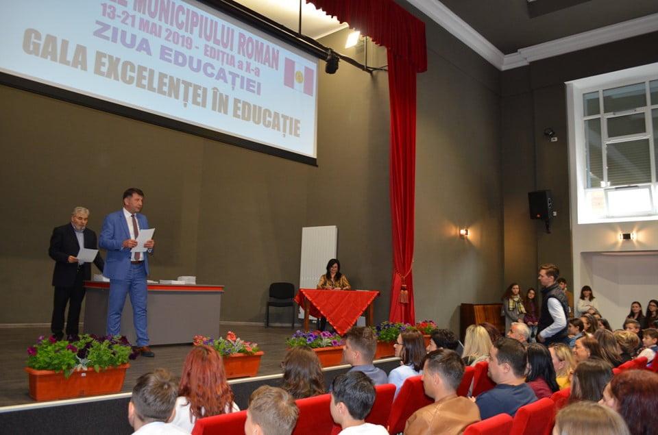 Elevii și profesorii romașcani de excelență, premiați de Zilele Municipiului