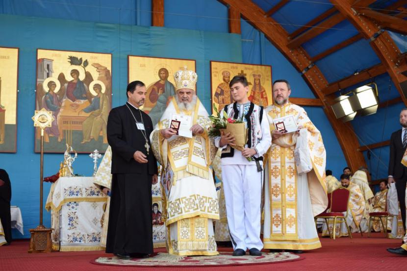 Elevi din Horia, premiați de patriarhul României