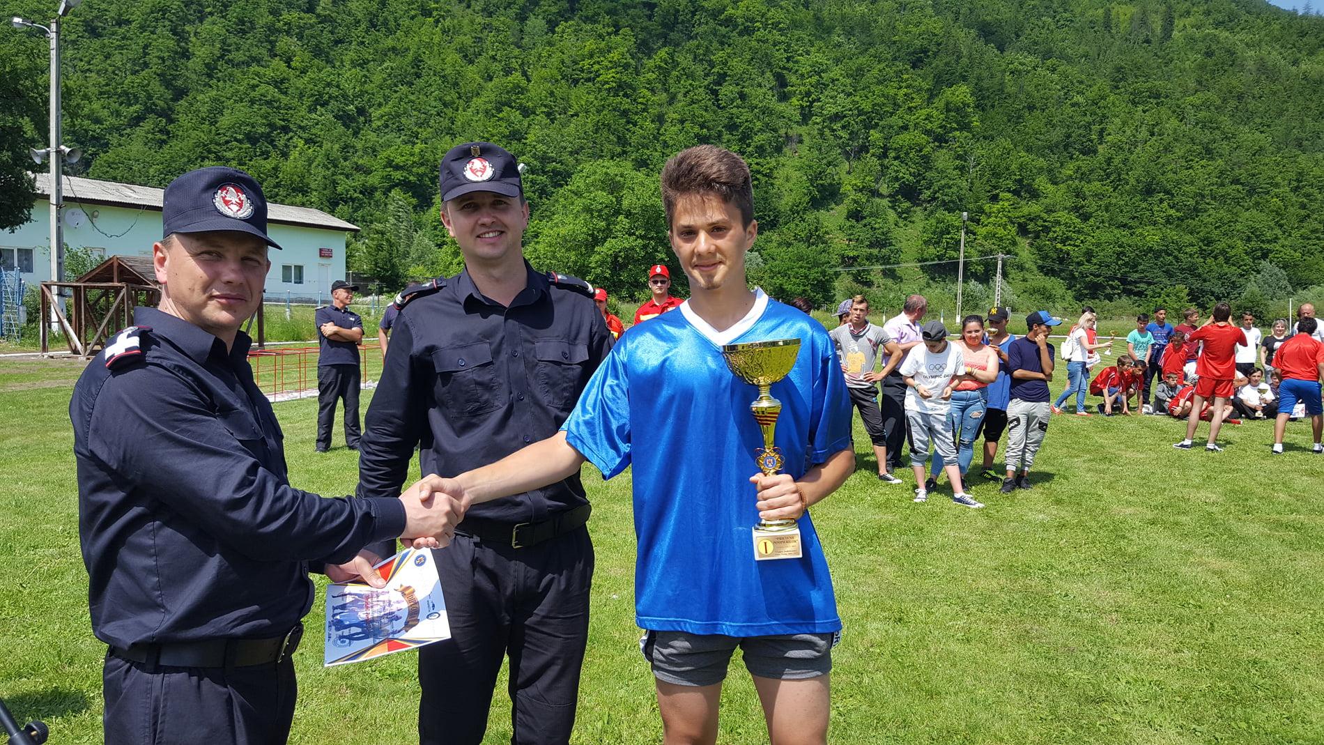 """Câștigătorii etapei județene a concursului """"Prietenii pompierilor"""""""