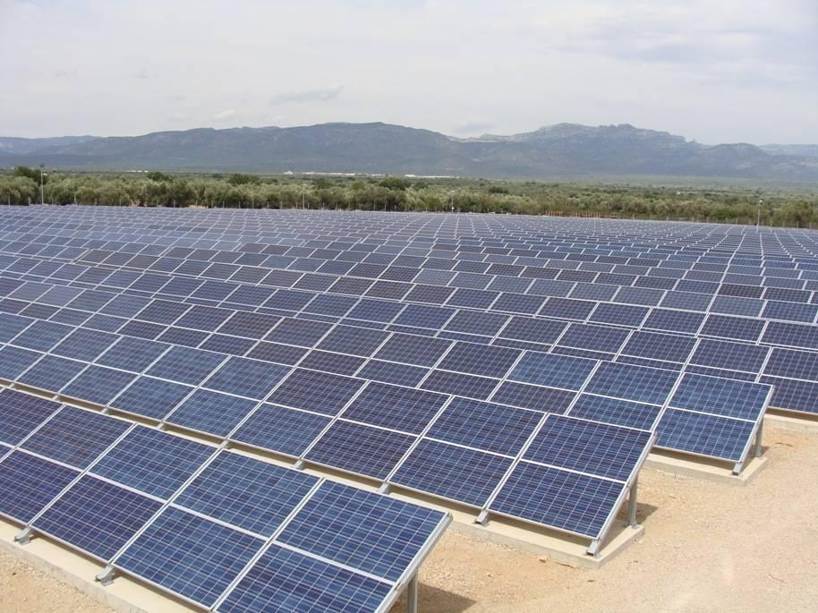 De joi, panourile fotovoltaice vor putea fi instalate fără autorizație de construire