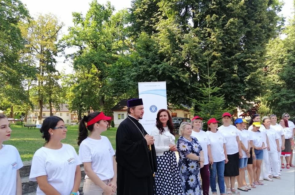 Ministrul Natalia-Elena Intotero, în vizită la tabăra ARC din județul Neamț