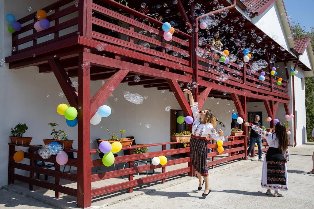 """Hope and Homes for Children și Holcim România au inaugurat casa de tip familial """"Felix"""" din Roznov"""