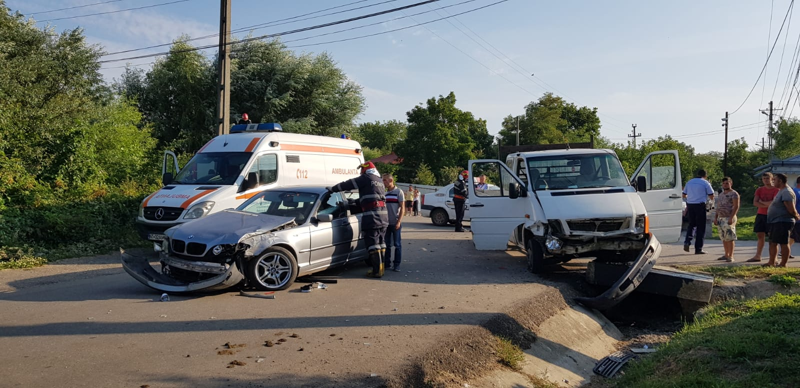 Trei persoane rănite ușor, în urma unui accident la Hociungi
