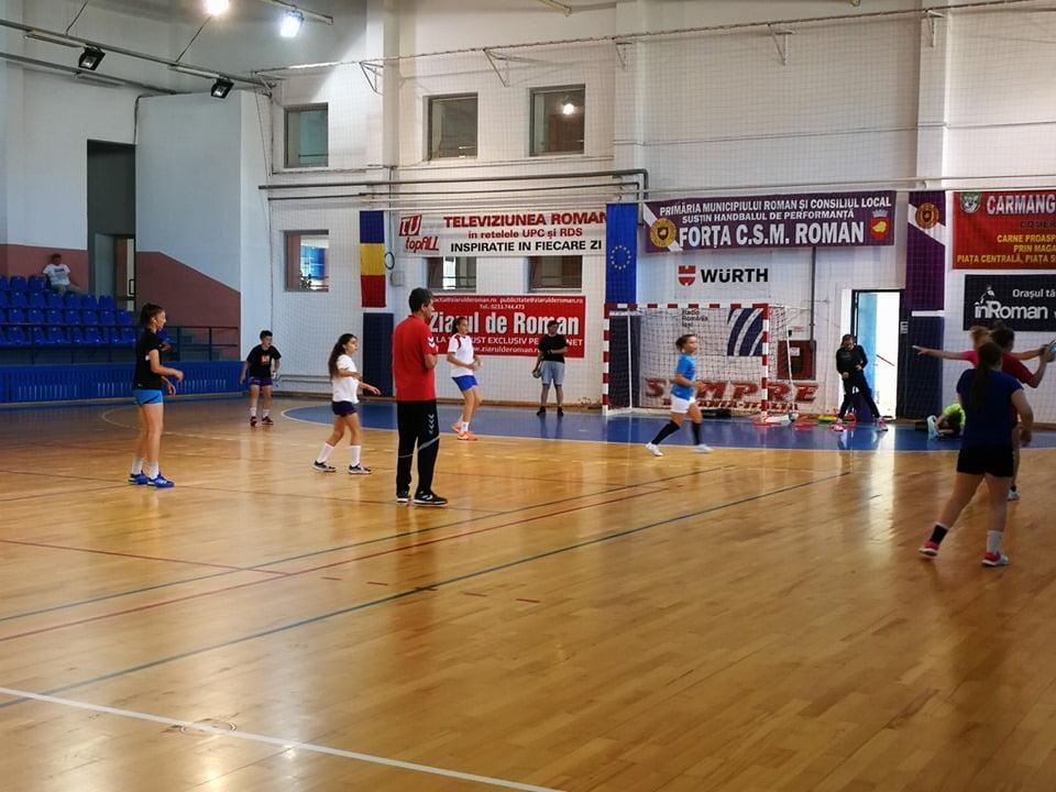 Echipa de handbal feminin a CSM Roman revine în Divizia A