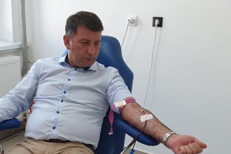 """Campania """"Romașcanii salvează vieți"""", în plină desfășurare. Și primarul Lucian Micu a donat sânge"""