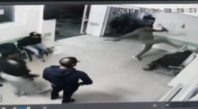 Agresorul de la CPU al Spitalului Roman, reținut de polițiști