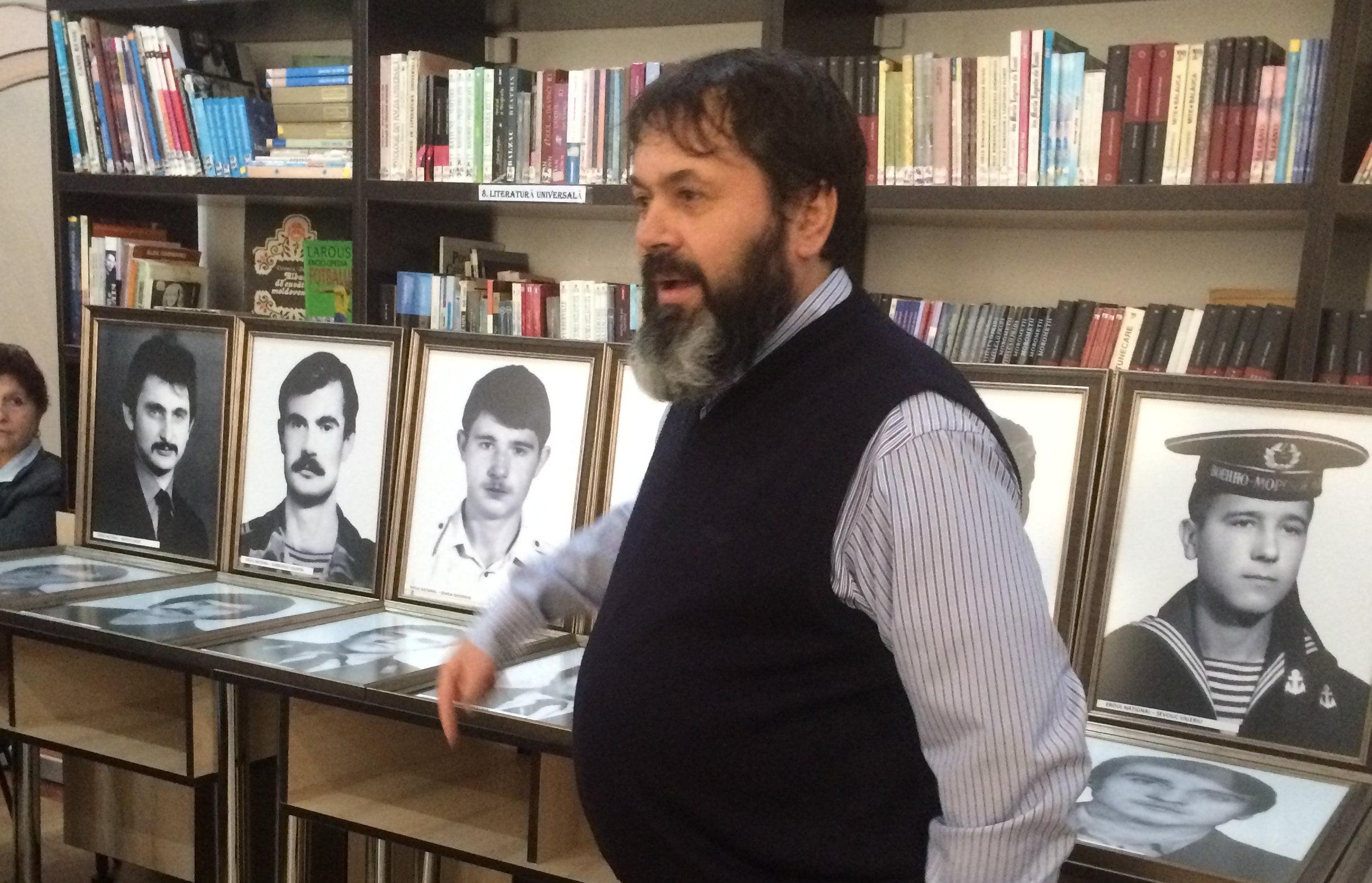 """Expoziție dedicată eroilor războiului transnistrean, la Liceul Teoretic """"Vasile Alecsandri"""" din Săbăoani"""