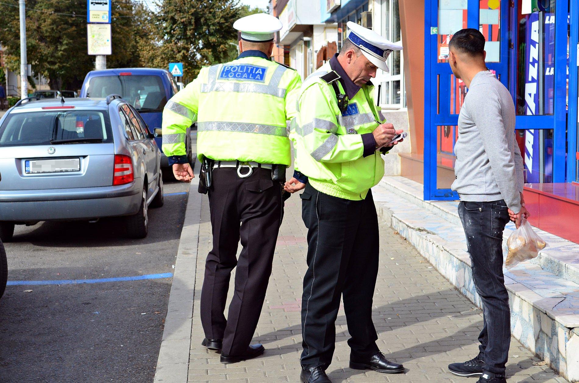 """Polițiștii locali îi """"filmează"""" în direct pe cei pe care îi sancționează"""