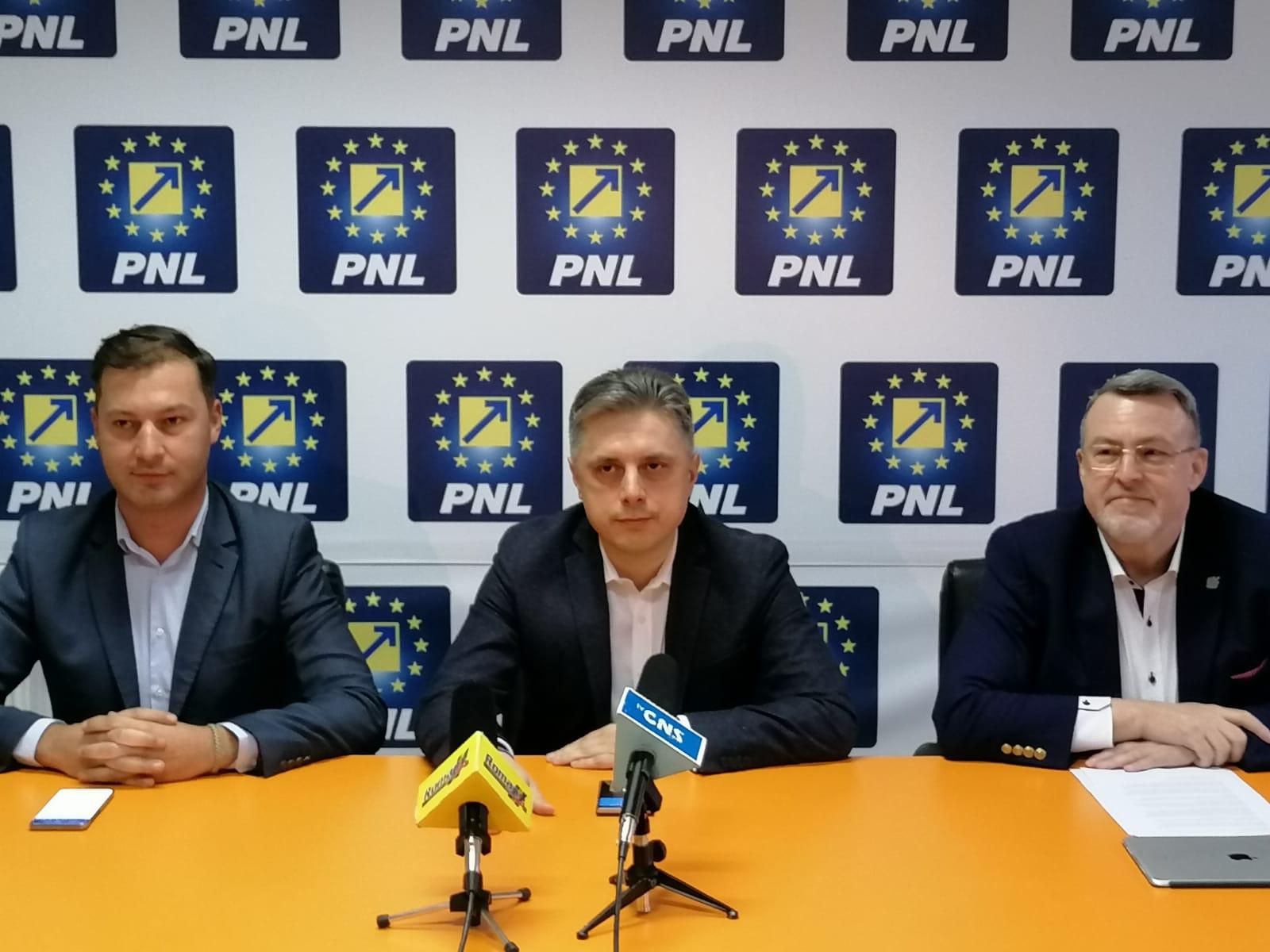 """Președintele PNL Neamț, Mugur Cozmanciuc: """"Fac un apel la toți cetățenii cu drept de vot din Neamț să voteze Klaus Iohannis în turul al doilea al alegerilor prezidențiale"""""""