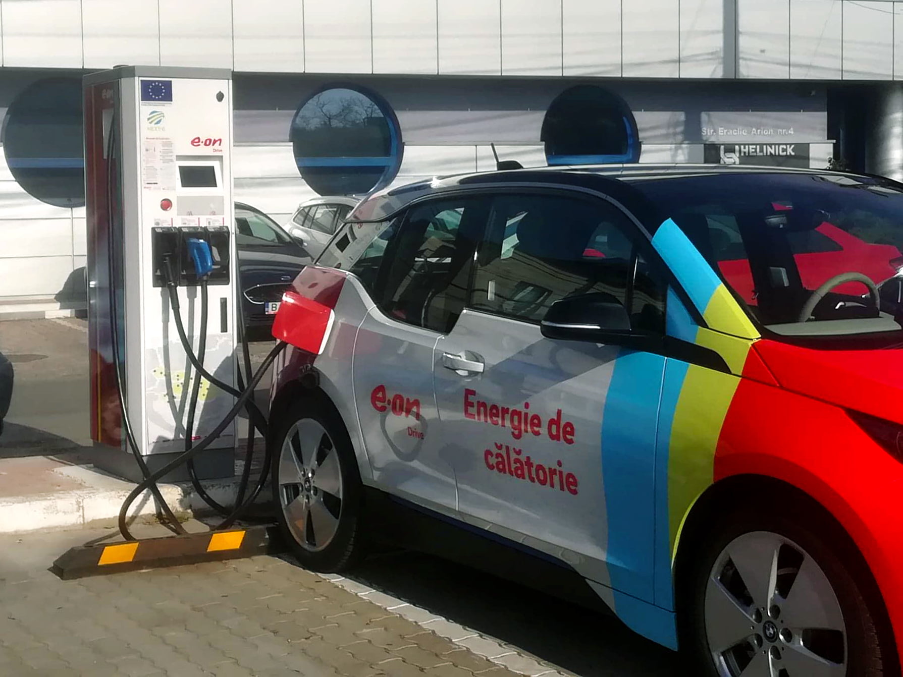 E.ON marchează un nou progres important în cadrul proiectului NEXT-E: trei noi stații de încărcare rapidă a mașinilor electrice