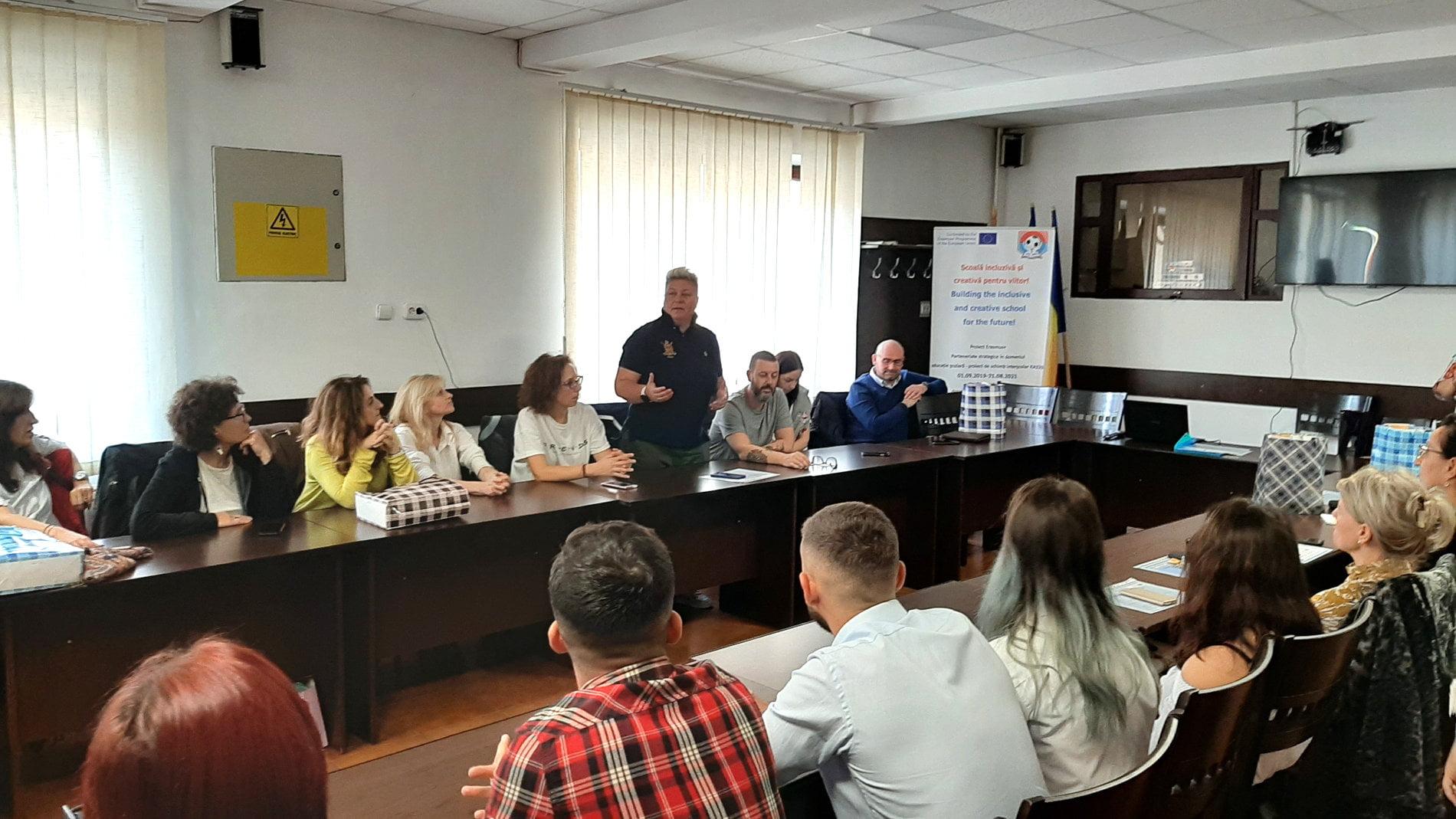 """Proiectul """"Școală incluzivă și creativă pentru viitor"""", la Liceul cu Program Sportiv Roman"""