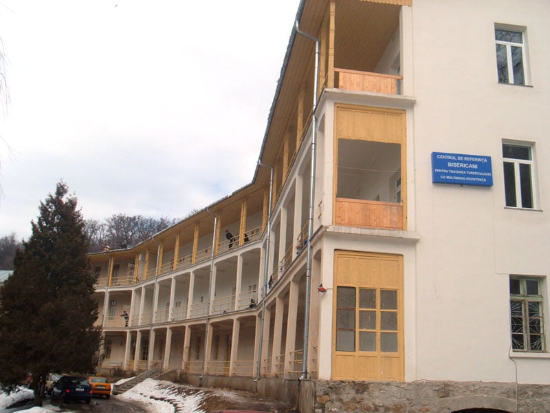 Spitalul TBC Bisericani, amendat de DSP Neamț după ce mai mulți bolnavi au fost duși la vot cu microbuzul școlar