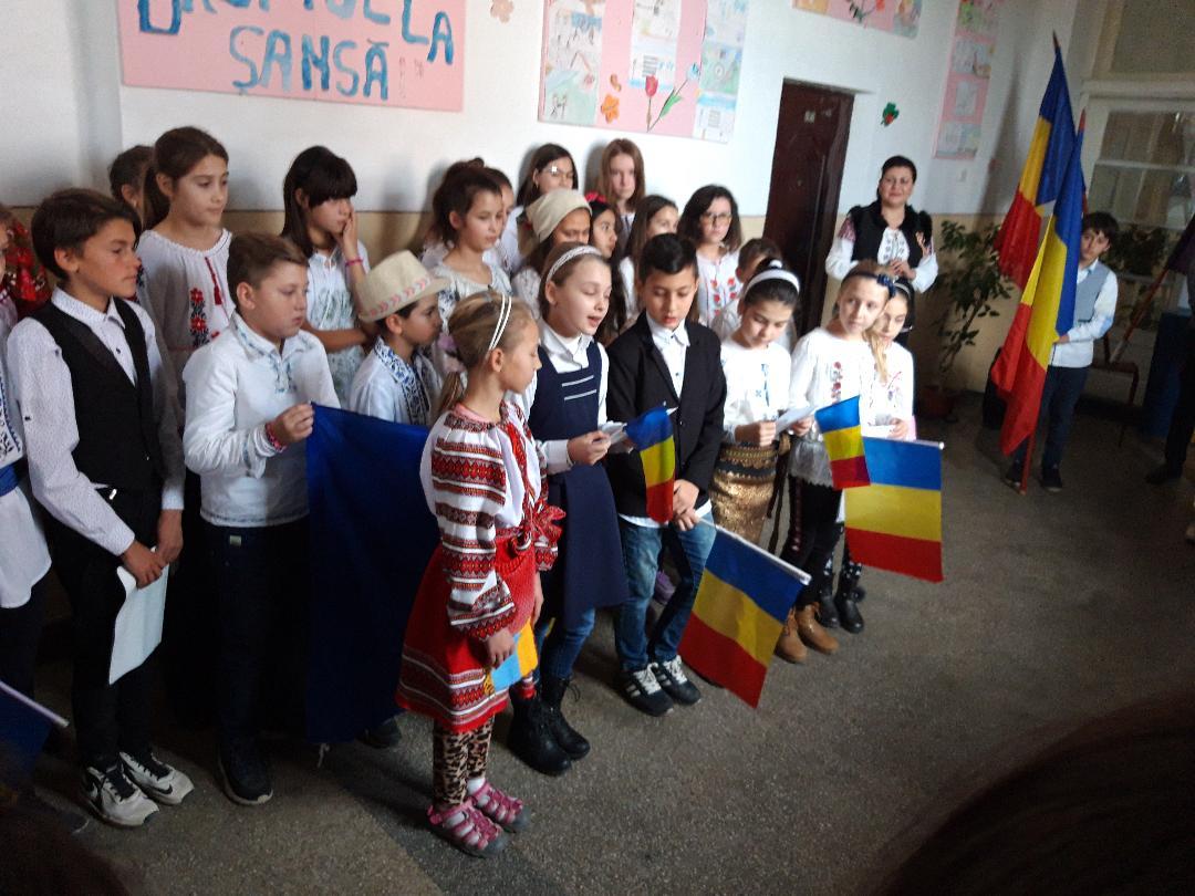 """Pentru Şcoala Gimnazială """"Carol I"""" Roman, """"România – i  casa noastră!"""""""