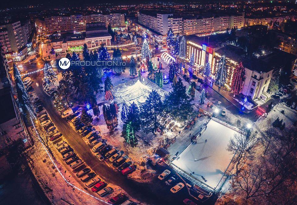 Patinoarul se deschide joi seară. Ornamentele din centrul orașului se aprind pe 13 decembrie