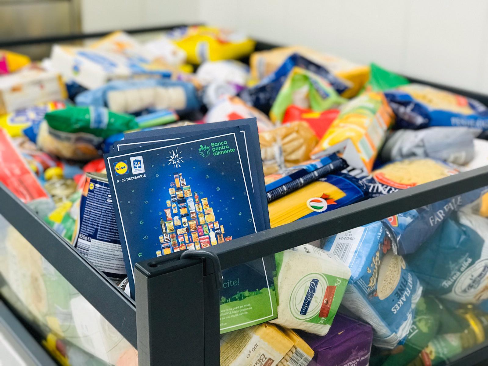 Banca de Alimente din Roman a primit de la clienții Lidl tone de produse, de sărbători