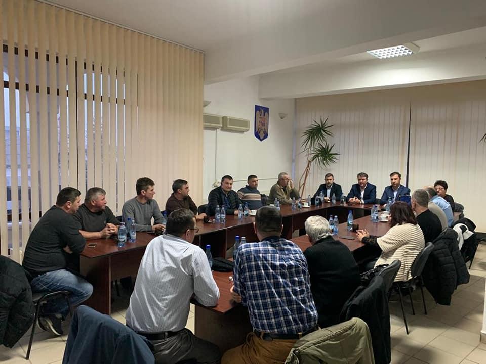 Discuții despre problemele locale între prefect și primarii din Cordun și Trifești