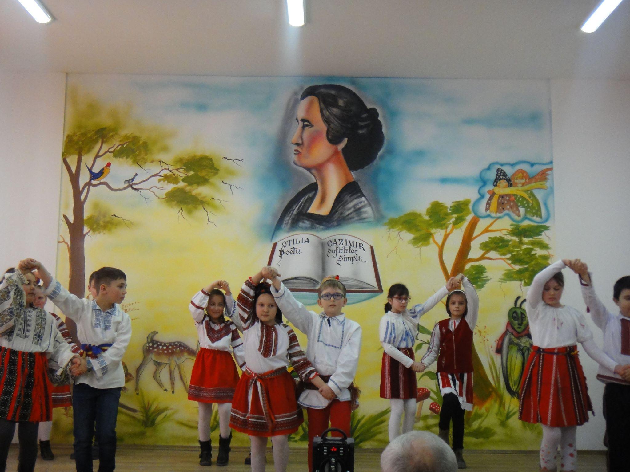 [FOTO] Poeta Otilia Cazimir, omagiată la școala din Cotu Vameș
