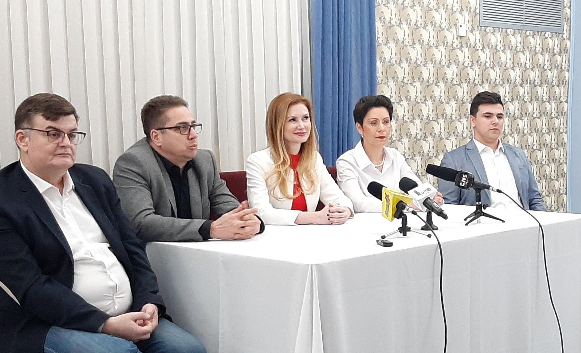 """Peste 300 de tineri romașcani implicați în proiectul """"Viitorul ești TU!"""""""
