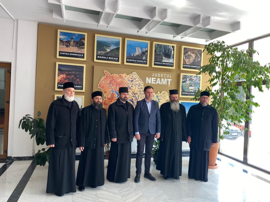 Întâlnire între reprezentanții administrației din Neamț și ai Bisericii