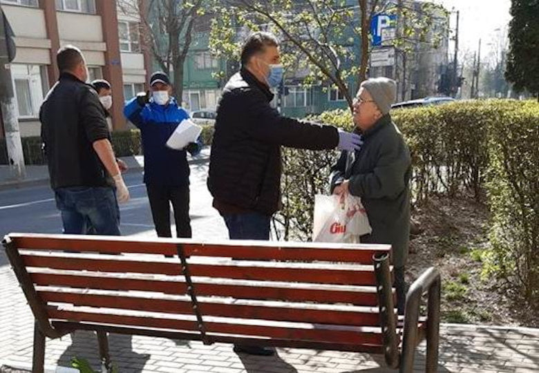 """Deputatul Laurențiu Leoreanu: """"Să nu îi uităm nicicând pe cei mai triști ca noi!"""""""