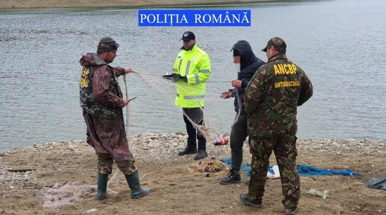 Bănuit de braconaj piscicol, depistat în flagrant delict de polițiști