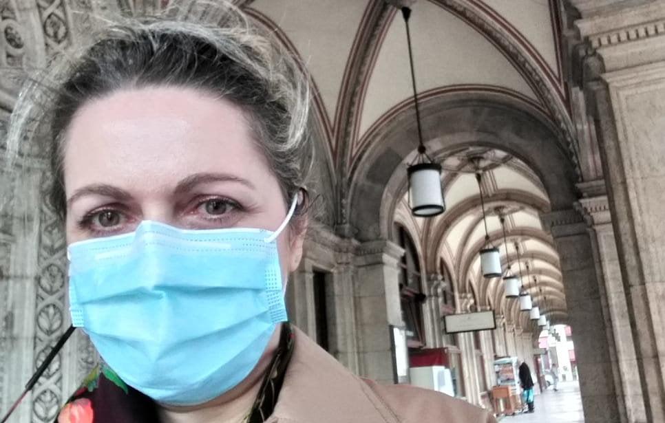 """Medicul anestezist de origine romașcană Simona Fuchs: """"În următoarele luni se hotărăște viitorul nostru, al copiilor noștri, al atâtor generații"""""""