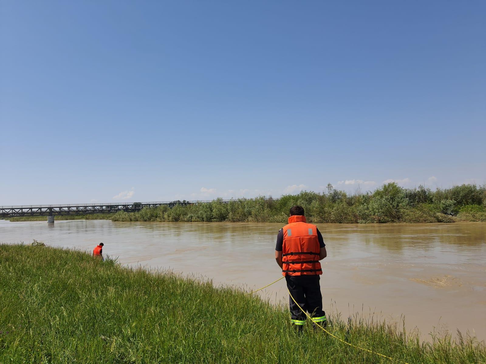A fost găsit trupul bărbatului dispărut în apele râului Siret