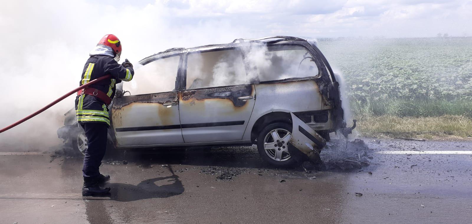 Mașină în flăcări pe E 85