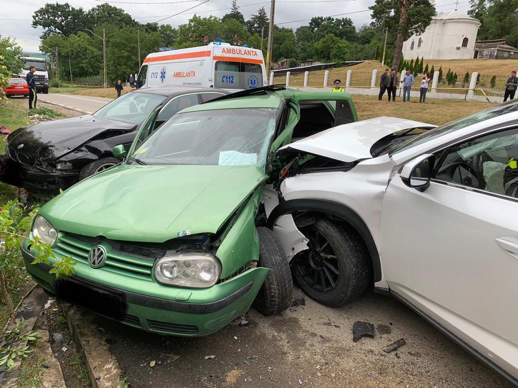 Două persoane au fost rănite într-un accident petrecut în Dulcești