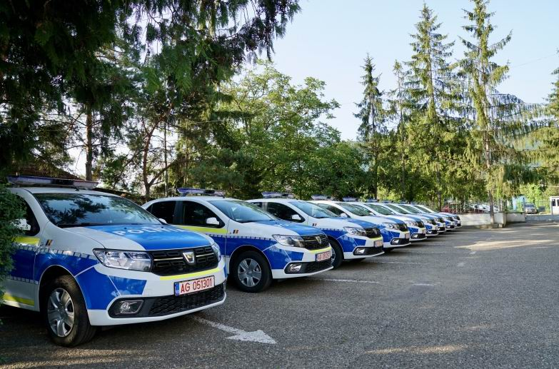 Mașini de poliție cu un nou design, în dotarea IPJ Neamț