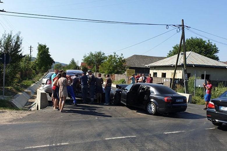 Accident rutier după coliziunea a patru mașini, la Gâdinți