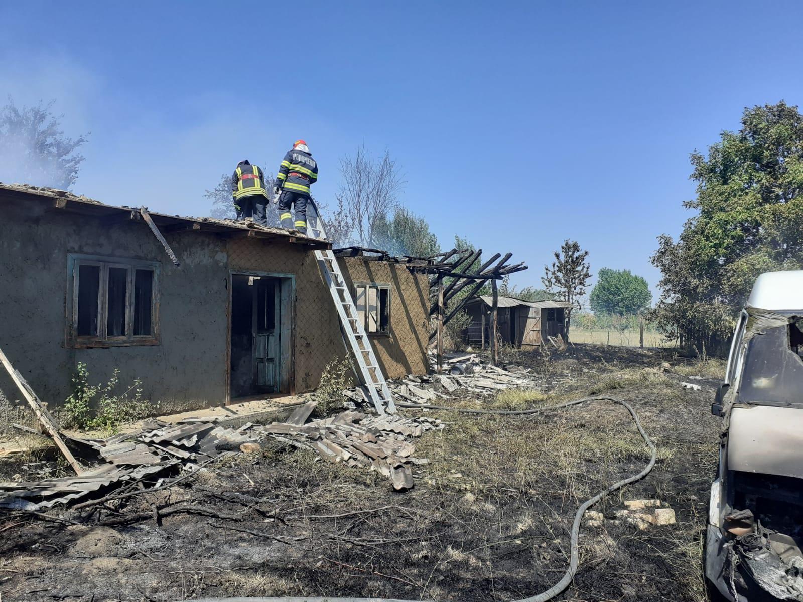 A rămas fără locuință după ce a dat foc la hainele vechi