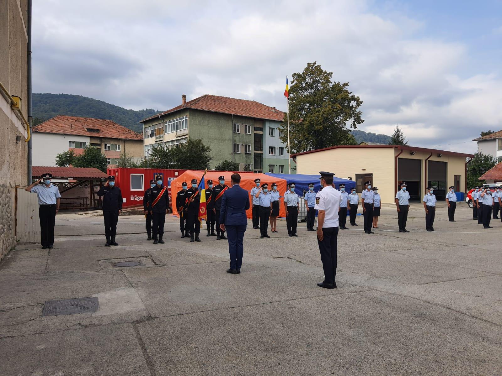 Avansări în grad la ISU Neamț, cu ocazia Zilei Pompierilor din România